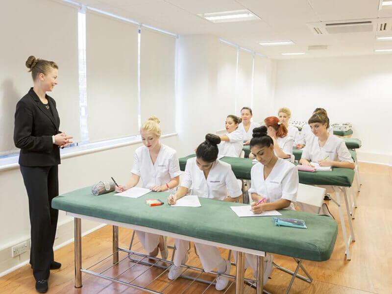 Tập trung vào đào tạo nhân viên spa